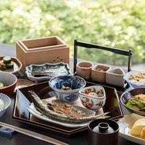 *【朝食】朝日の庭園を眺めながら、こだわりの朝食を