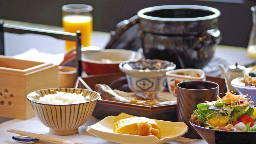 **【ご朝食(一例)】朝に美味しい料理の数々を少しづつ