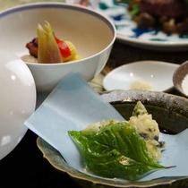 *【ご夕食:揚げ物・炊合(一例)】料理長のひと手間を感じられる一品