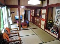 このお部屋は和室専用で5人程寝具を完備しています。(幼児は添い寝可能)