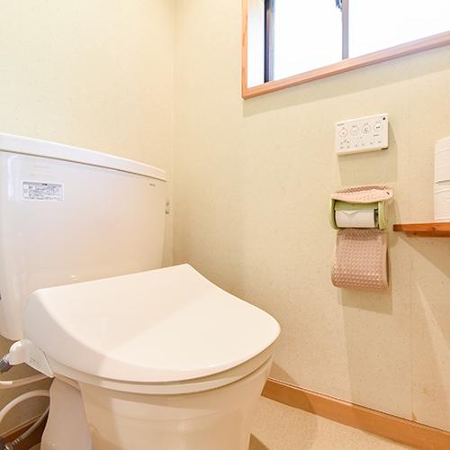 *客室トイレはウォシュレットを完備。