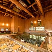 *1階瀬音の湯(大浴場)灯篭や湯口にもふんだんに木を使った、こだわりの湯船です。