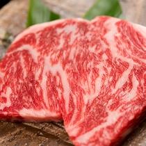 *上州牛 赤味と脂のバランスが美しい、群馬のブランド牛。こちらをステーキやすき焼き等でご用意します。