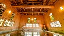 *1階瀬音の湯(大浴場)重厚感がありながら、木の温もり・温かさを身近に感じる設え
