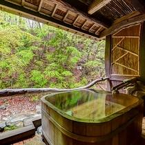 *当館限定1室の露天風呂付客室は、源泉かけ流し100%―川の音と、湯心地に身体も心も解れます