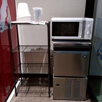 製氷機と電子レンジ(500×500)