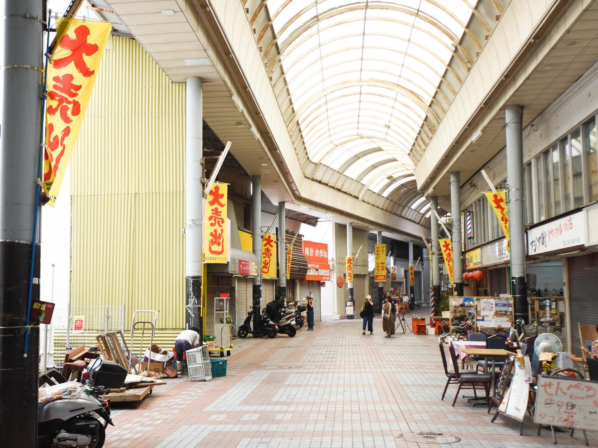 入口前面商店街