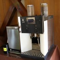1杯ずつ挽くコーヒーマシーン(朝食会場)