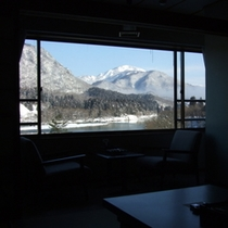 2階和室より雪と大河を眺めて至福のため息