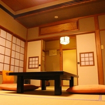スタンダード和室 大河・阿賀野川に面している全客室。窓の外はまるで絵画のような景色が広がります