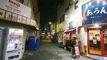 ・施設周辺 夜も飲食店街は賑わいます
