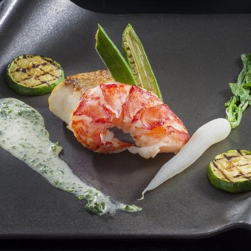 【極みフレンチ】メニュー一例「オマール海老のポッシェと旬魚のポワレ ~季節の野菜添え~」