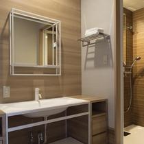 室内には洗面台とシャワーブースをご用意しております。