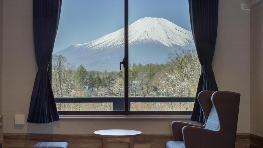 晴天時にはお部屋から雄大な富士山の眺望をお楽しみいただけます。