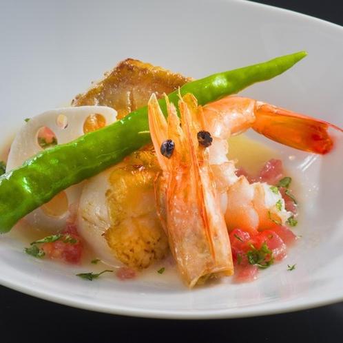 【太平洋と甲州の恵みフレンチ】メニュー一例「魚介のポワレ ナージュソース」