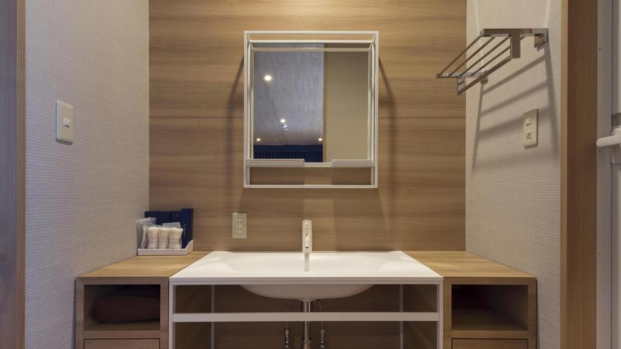 広々とした洗面台。水回りは洗面台・トイレ・シャワーブースとなります。