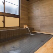 極めて良質なアルカリ性単純温泉「紅富士の湯」で日頃の疲れをゆっくりと癒してください。