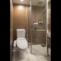 室内にシャワーブースとトイレをご用意しております。