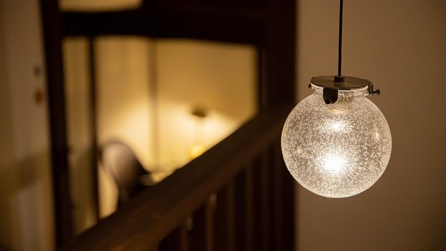 *【館内一例】風情ある階段の上の電球