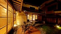 *【敷地内一例】夜の中庭