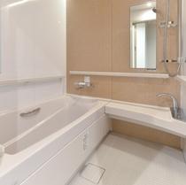 バリアフリー対応のお風呂となっております。ツインルーム