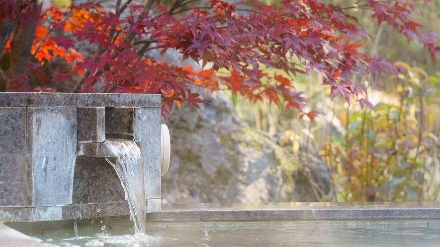 日帰り温泉(ご宿泊様無料)/紅葉の八風温泉/美しい紅葉と澄んだ空気を感じられる天然温泉露天風呂