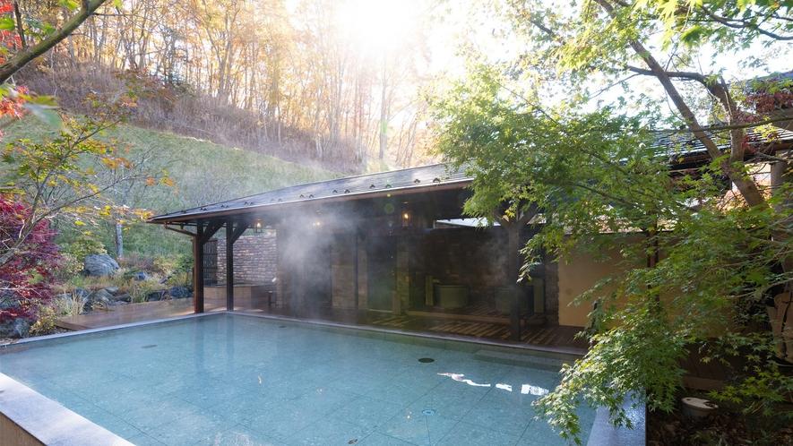 日帰り温泉(ご宿泊様無料)/紅葉の八風温泉/艶やかに色づく紅葉を眺めながら、癒しの湯浴みを