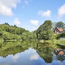 八風湖/大自然に存在感を放つ八風湖は季節ごとに異なる表情が魅力。湖面をそよぐ心地よい風を感じましょう