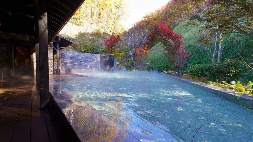 日帰り温泉(ご宿泊様無料)/紅葉の八風温泉/赤や黄色に染まる季節の移ろいをお愉しみください