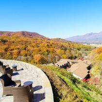 標高1,000mの山の上スイートに併設するテラス/浅間山と秋の絶景を一望できる絶好のロケーション