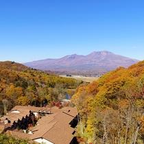 アクティビティデッキ/山々は鮮やかに色づき、都会では感じられない自然の豊かさを全身で感じられます