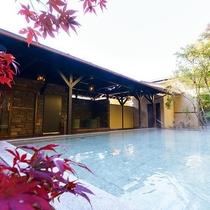 日帰り温泉(ご宿泊者様無料)/紅葉の八風温泉/秋は自然の深みを一層お愉しみいただけます