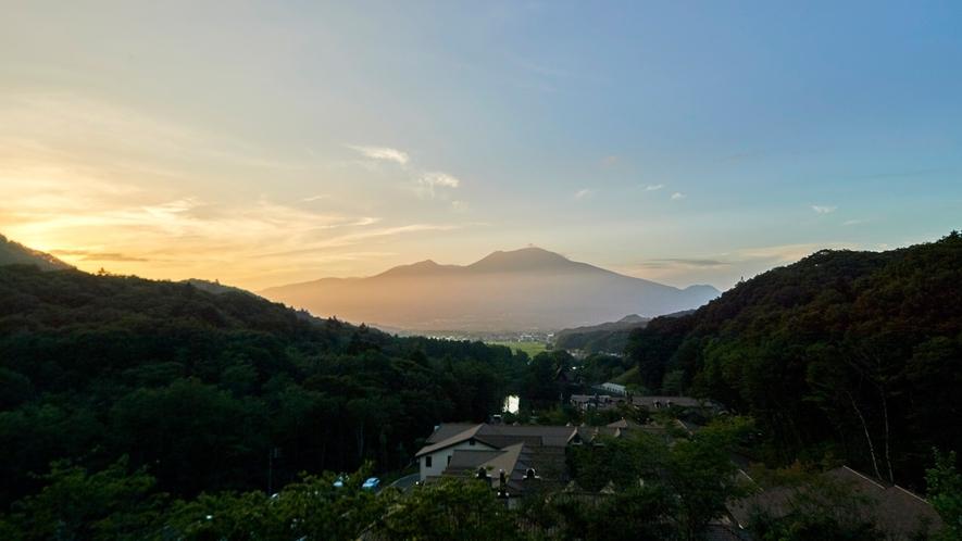 丘の上から望める雄大な浅間山