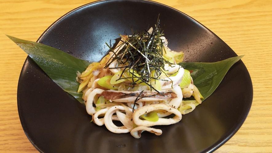 お食事処 実乃里/料理イメージ/いか葱バナー醤油炒め
