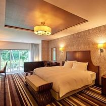 山の上スイート(ダブル)/60.7㎡/クラシカルな装いの中で、ゆったりとお寛ぎいただける贅沢な客室