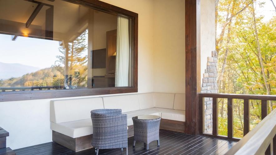 ヴィラスイート/浅間山を一望できる特別な客室。高級感溢れる贅沢なスイートルーム