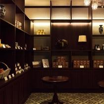 本館1F/ブティック/お土産やギフトを取り揃えたブティック。当館オリジナルや軽井沢ならではの商品も