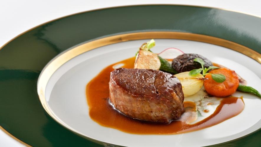 料理一例/素材本来の味を引き出す本格グリルディナー。標高1,000mに位置するレストランにてご提供