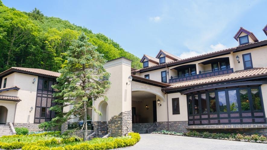 本館/外観本館/外観/7万坪の雄大な自然の中に佇む当ホテル。美しい景観と上質なおもてなしでお出迎え