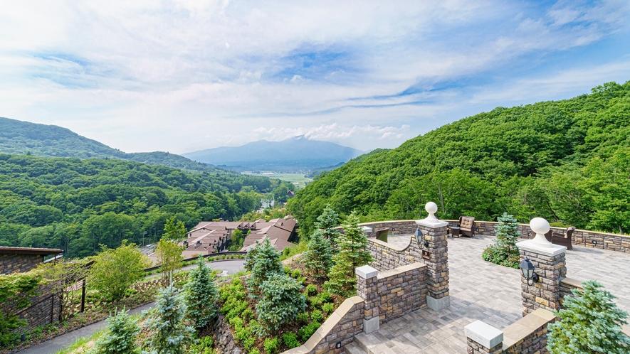 山の上スイート/爽やかな朝の絶景。浅間山を一望できる高台は清々しい朝のお散歩などにもおすすめです