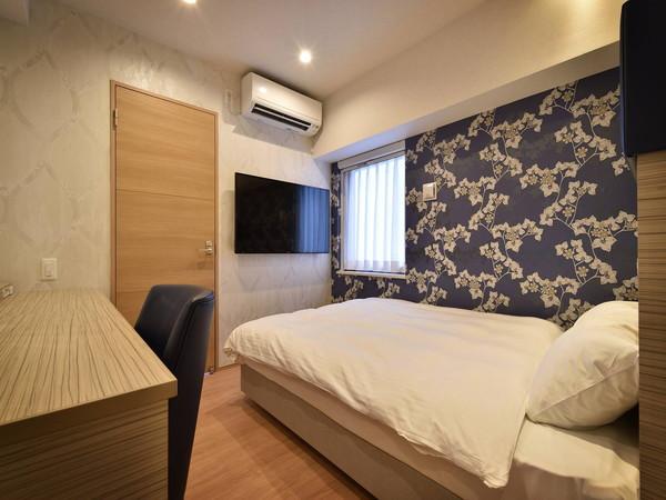 スーペリアダブルルーム 露天風呂付きのお部屋です。ベッド幅は140cmのお部屋です。