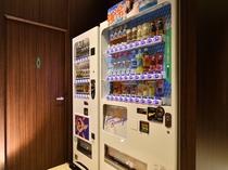 自動販売機 1階にはアルコール、ソフトドリンクの自動販売機がございます。