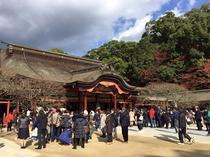 【大宰府天満宮】車で45分!年間約1,000万人が訪れる「学問の神様」で有名な神社です。