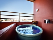 スーペリアダブルルーム 館内に22室のみとなる、客室露天風呂付のお部屋です。