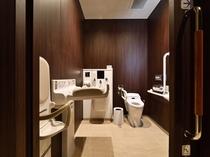 バリアフリートイレ 1階にはバリアフリー専用トイレがございます。