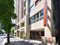 外観 筑紫通り沿いに面しております。瑞穂交差点の博多駅よりになります。