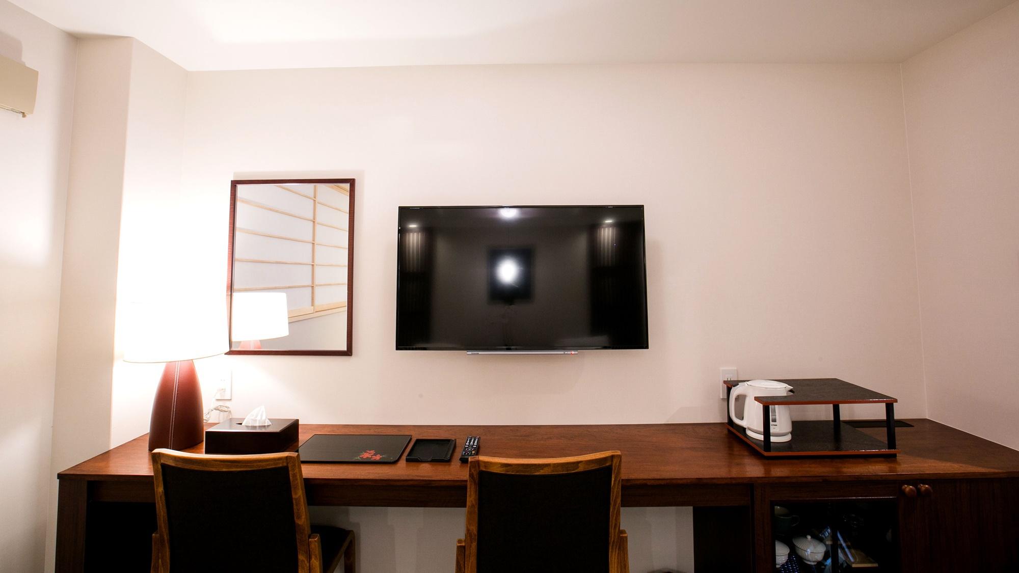 *【スタンダードツイン】壁掛けテレビとカウンター拭き漆