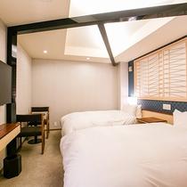 【ツイン】装飾柱で空間を引き締めたデザイナーこだわりのお部屋