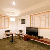 【トリプル】漆の調度品、銘木に漆を塗った家具をお楽しみ下さい