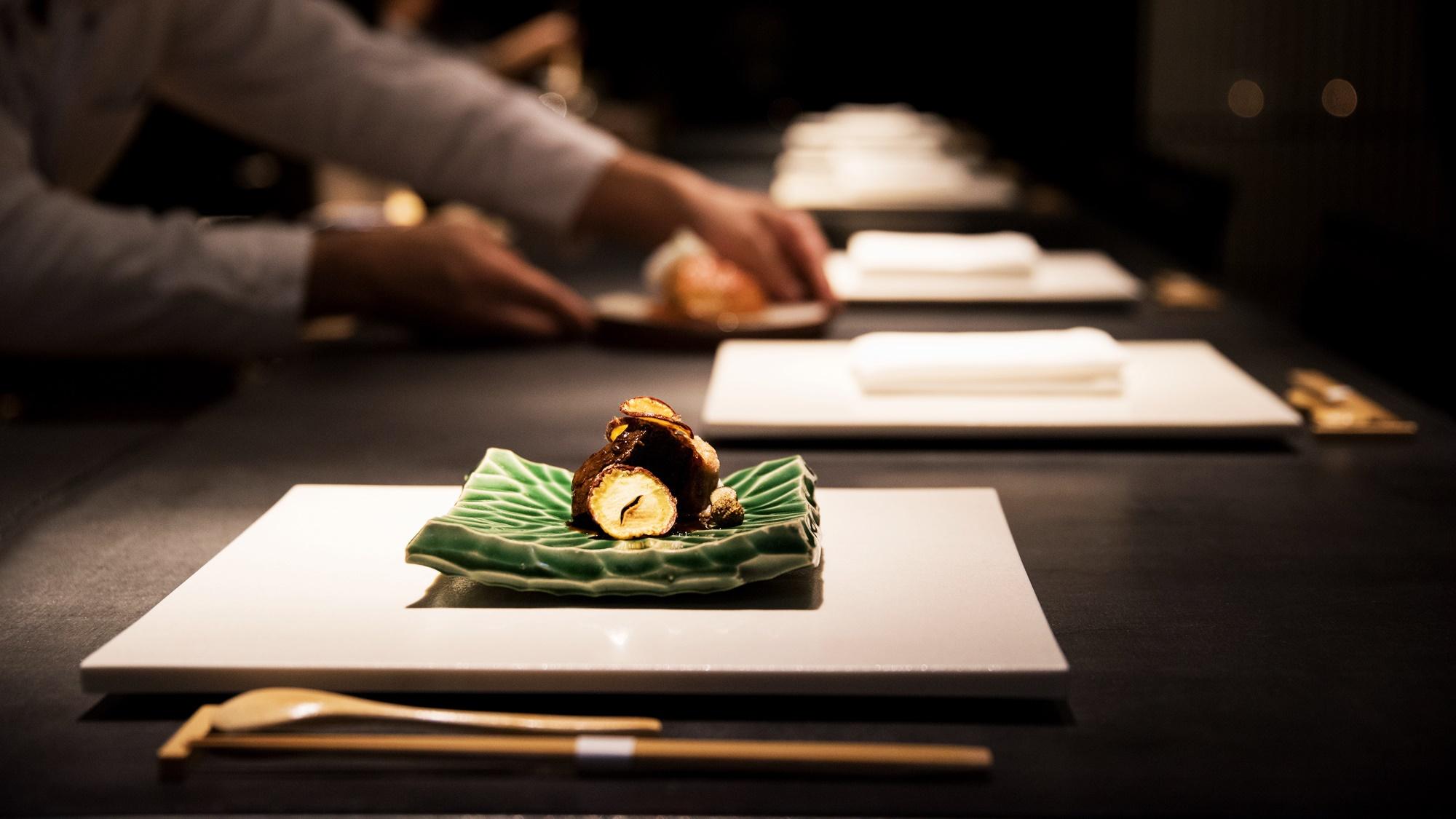 *【夕食一例:肉料理】その時期に1番の食材を少量多品種のコースで。